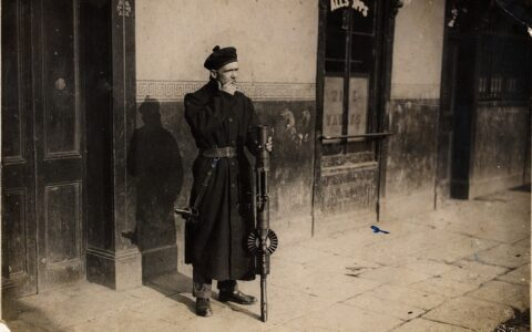 Un Black and Tans à Dublin - National Library of Ireland on The Commons - cc