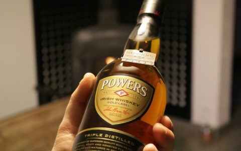 Du whiskey Powers - Guide Irlande.com