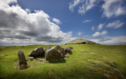 Le Loughcrew Cairns - Michael Foley - cc