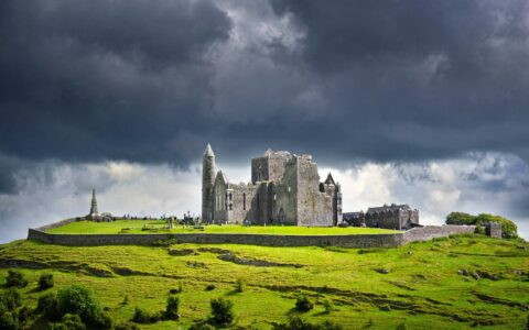 Le Rock of Cashel - © Petair