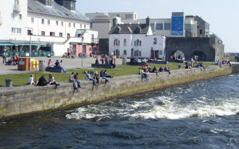 La Spanish arch à Galway - Barnacles Budget Accommodation - cc