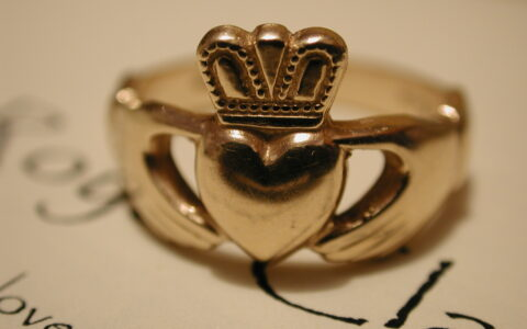 Une bague de Claddagh - Royal Claddagh - cc