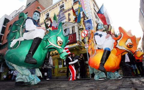 Parade du Temple Bar Tradfest - Barnacles Budget Accommodation - cc