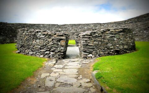 Le Cahergall stone fort - clarkmaxwell - cc