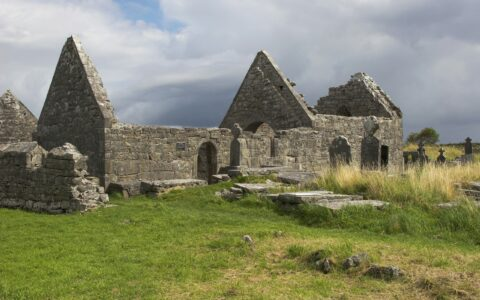 Killeany Abbey - ViennaHerby - cc