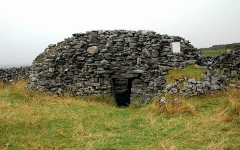 Le Clochan na Carraige - Nemeth in Aran Islands - cc