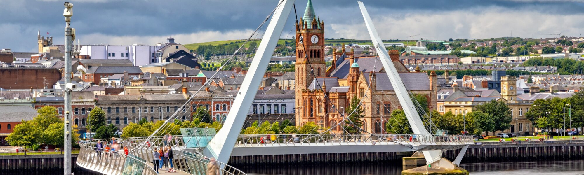 Derry et le Peace Bridge - © susanne2688
