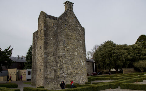 Le Ashtown Castle - frogtrail images - cc