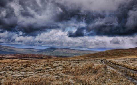 Les Sperrin Mountains - Daragh Burns - cc