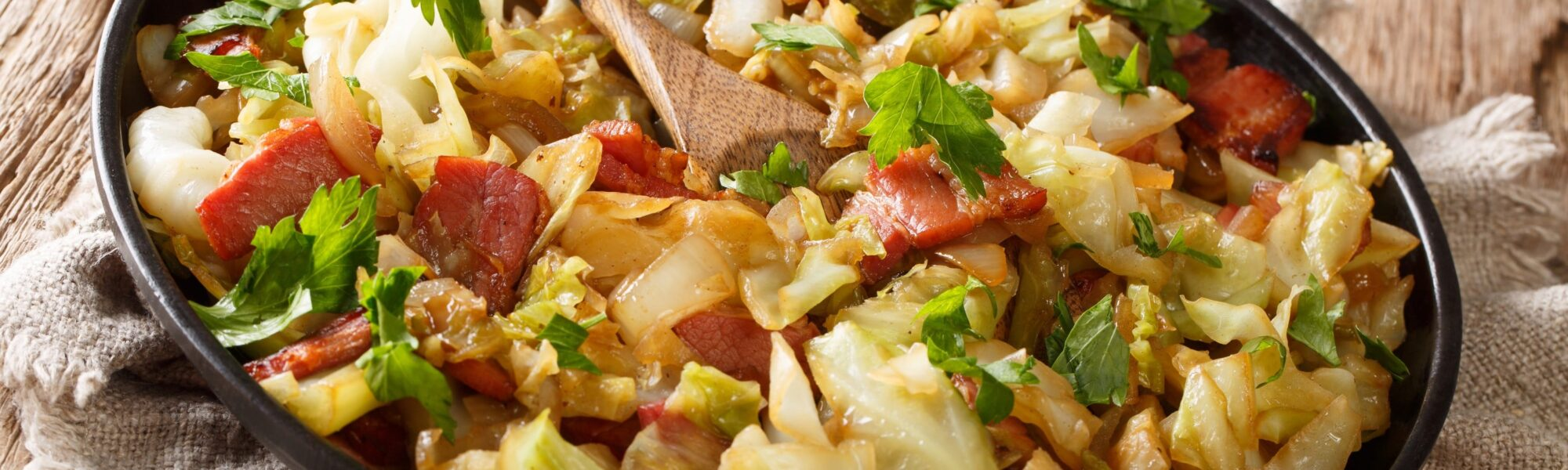 Du Fried cabbage with bacon - © AS Food studio