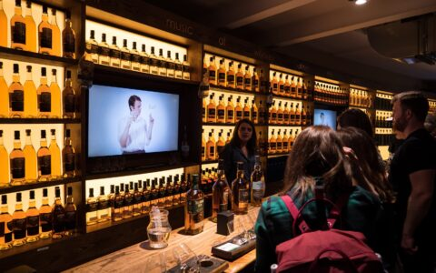 L'Irish Whiskey Museum - Eoin O'Neill - ONE LINE FILMS