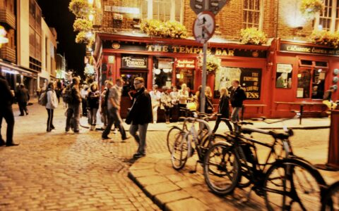 Temple Bar - SarahElizabethC. - cc