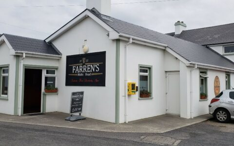 Le Farren's Bar à Malin Head - Ron Caves - cc