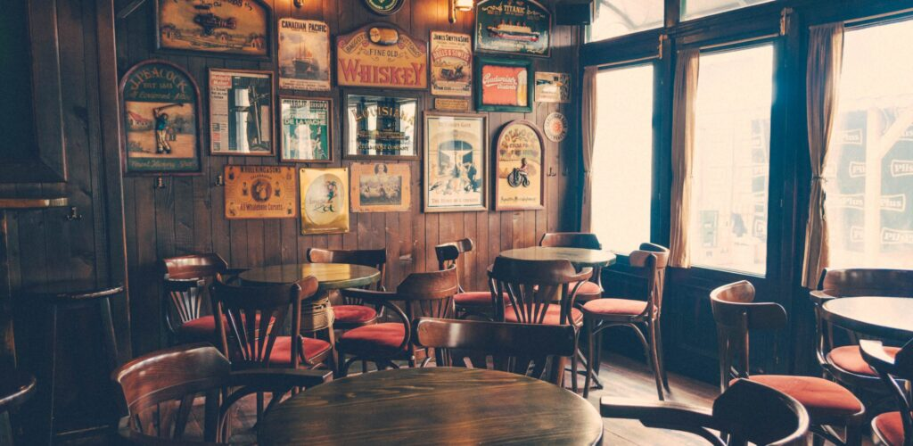 Un irish pub - Photo by Nikola Jovanovic