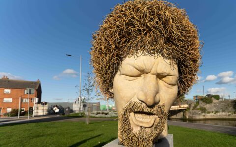La statue de Luke Kelly sur Guild Street à Dublin - William Murphy - cc