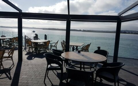 Terrasse du The Quays à Cobh - www.thequays.ie