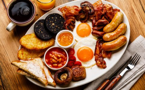 Un irish breakfast traditionnel en Irlande - Shutterstock