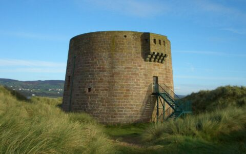 La Magilligan Martello Tower - lizsmith - cc