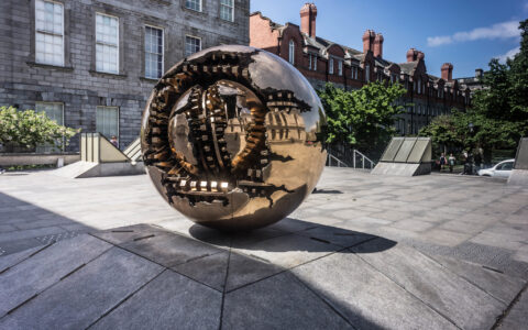 Sphere with Sphere à Trinity College, Dublin - William Murphy - cc